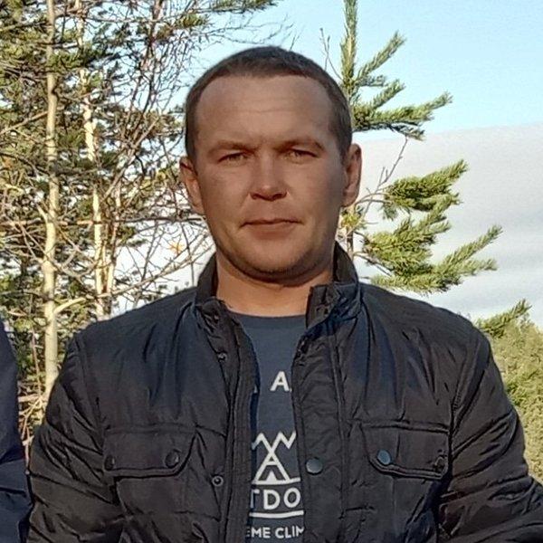 Олег Харламов