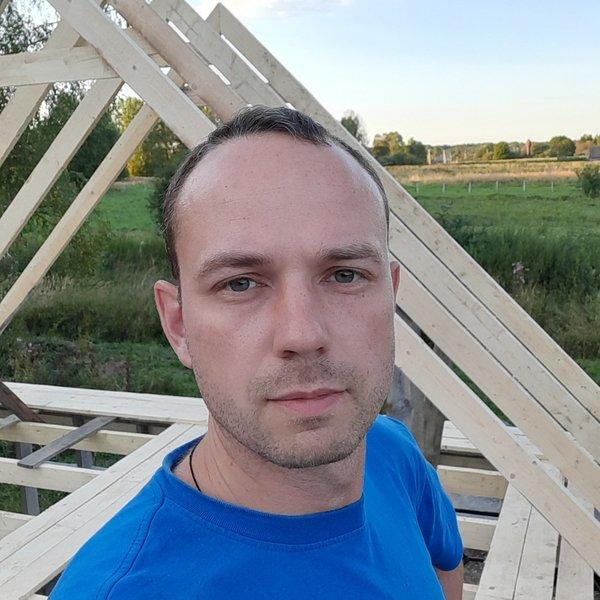 Александр Комаров