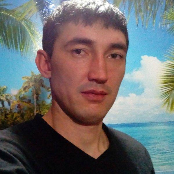Насим Сафаров